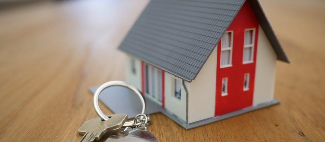 house miniature with keys
